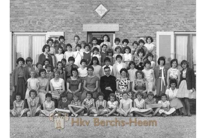 Katholieke Meisjes Gilde Voor Het W G Kruisgebouw Foto 11780 Uit De Beeldbank Heemkundevereniging Berchs Heem